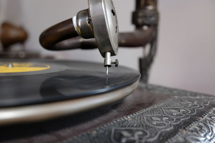 old record player Close-up Retro Styled Selective Focus Indoors  Technology Arts Culture And Entertainment Record Equipment Music Turntable Sewing Metal Machinery Thread Sewing Machine Needle Sewing Needle History Vintage Retro