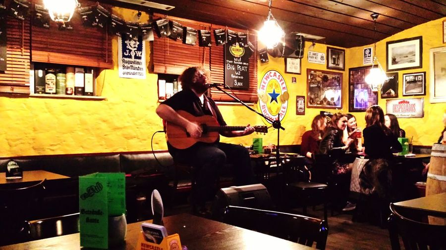 David Hope in an Awesome Performance in the local Irishpub ...great music?