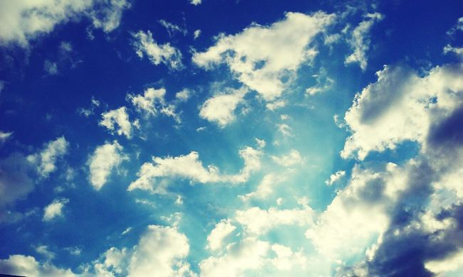 Taking Photos Hello World Clouds And Sky Fresh Air Out From Work Beautiful Loving Life!
