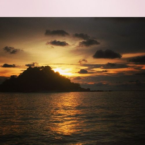 An old sunset pic I found when I first started dabbling in photography and travels. This was in Pangkor Island, in Malaysia, state of Perak. Latergram Sunset Pangkor Malaysia visitMalaysia traveller orangskies wanderlust