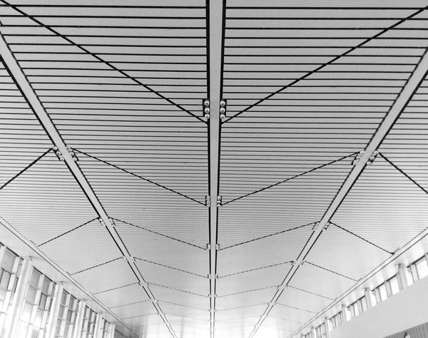 《Symmetric》By iPod touch 6 拍自己想拍的 Streetphotography People City Light Windows Shadow EyeEm China Window IPhone Photography Simple Photography China Urban Geometry PhonePhotography Black & White Monochrome