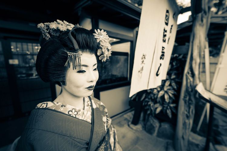 Geisha, wide angle shot Beauty Store Only Women Retro Styled Beautiful People Fashion Beautiful Woman Make-up Old-fashioned One Woman Only Adults Only Females Women One Person People Hair Curlers Young Adult