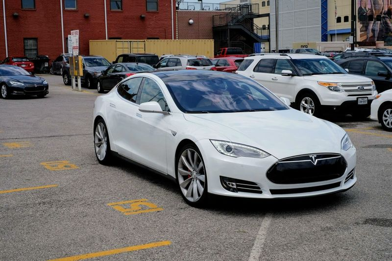 This is a old picture of the Tesla P85D I got to drive around Omaha during the 2015 Berkshire Hathaway Shareholder's meeting. #brk2015 Automobile Berkshire Hathaway Check This Out EyeEm Best Shots Getty Images Omaha, Nebraska Parking Lot Tesla Tesla Model S Tesla Motors Tesla P85D Architecture Auto Pilot Autonomous Building Exterior Built Structure Car City City Life Day Electric Car Electricity  Fast Cars Fujifilm_xseries Land Vehicle Mode Of Transportation Model S Motor Vehicle No People Not My Car  Outdoors Parking Parking Lot Road Stationary Street Sweet Ride Technology Teslamotors Traffic Transportation