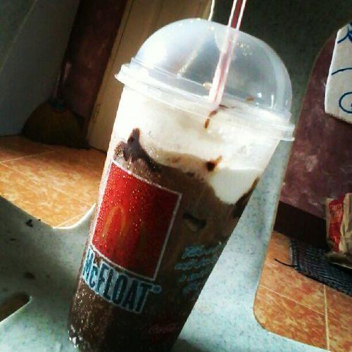 Secondtreat to myself, Cokefloat Pampalamig mayroon pang Icecream :D birthday