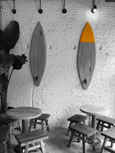 Kook Rte Eye4photography  EyeEm Gallery Iphonephotography Iphoneonly IPhoneography Wall Colorsplash_kings Colorsplash_bu Colorsplash_theworld Colorsplash Surft Seat Wall - Building Feature Indoors  Table Chair No People Absence Wood - Material Restaurant Furniture Architecture