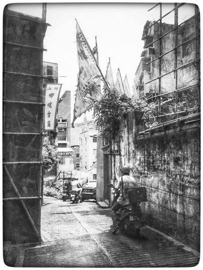 澳门 Macao China Old Street Motorcycle Black And White Street Photography China Bamboo Scaffolding