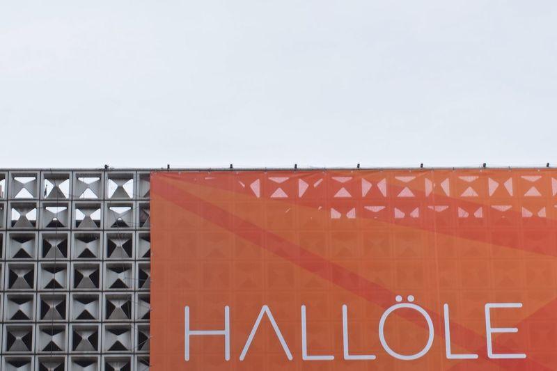 hello there ;-) 0711 Architecture Banner - Sign Building Exterior Built Structure Day Dialect Egon Eiermann  Minimal Minimalism Minimalobsession No People Outdoors Schwäbisch Simplicity Stuggi Stuttgart Swabian Text Urban Exploration Urbanphotography Minimalist Architecture