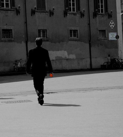 Streetphotography Black & White Man Orange Arancia Walking Around Walking