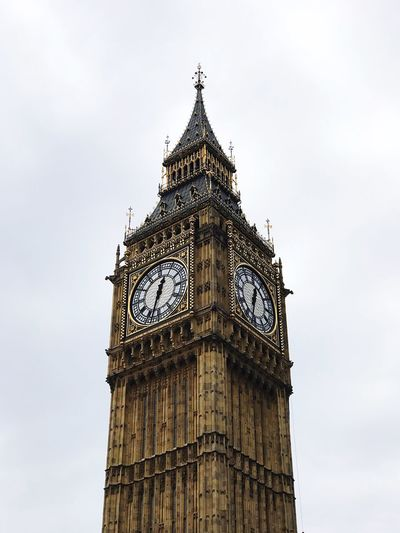 EyeEm Selects EyeEm LOST IN London Clock Tower Time Clock Low Angle View Tower Travel Destinations Architecture Sky Day Built Structure History No People Outdoors Building Exterior Clock Face Minute Hand Close-up Big Ben London