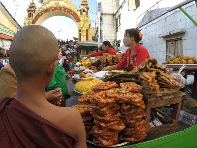 Burma Myanmar Burmesefood Monk  Birmania Goldenrock