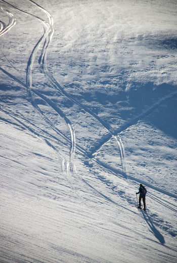 Snow Winter Cold Temperature Beauty In Nature Day Land Nature Scenics - Nature Snowcapped Mountain Outdoors French Alps Architecture Beauty In Nature Traces Sport Mountain Skiing Winter Sport Leisure Activity Real People Adventure Mountain Range Lifestyles One Person High Angle View Ski Holiday Ski-wear The Great Outdoors - 2019 EyeEm Awards The Minimalist - 2019 EyeEm Awards