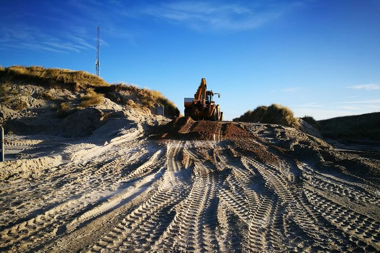 Beach Sand Construction Construction Site Construction Work Construction Vehicle Excavator Dredger Traces In The Sand Trace Vehicle Tire Track Skidmarks Landscape Denmark Denmark 🇩🇰 Cloud - Sky Nature Eye4photography  EyeEm Masterclass Working Repairing Driveway Flood Damage Northsea