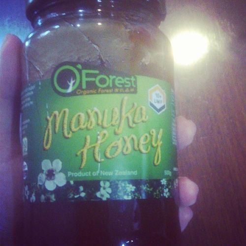 I need this, for my sore throat.. I don't wanna lose my voice :) I need to talk!!!! Manukahoney