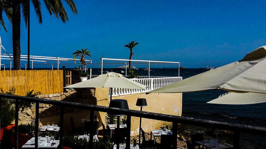 Ibiza Terrasse Summerday Sunshine Sonnenterrasse Insel Meer Blue Ocean Blue Sky Sonnenschirme Ibiza Stadt Balearen Schiff Isla De Ibiza