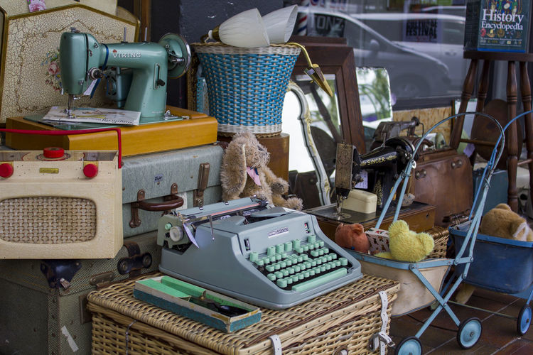 Vintage objects for sale at street market antiques shop Kitsch Obsolete Retro Sale Second Hand Sewing Machine Antiques Business Collectibles Colorful Equipment Machinery Old Radio Outdoors Purchases Secondhand Selling Small Business Store Street Technology Typewriter Used Things Valuable Vintage
