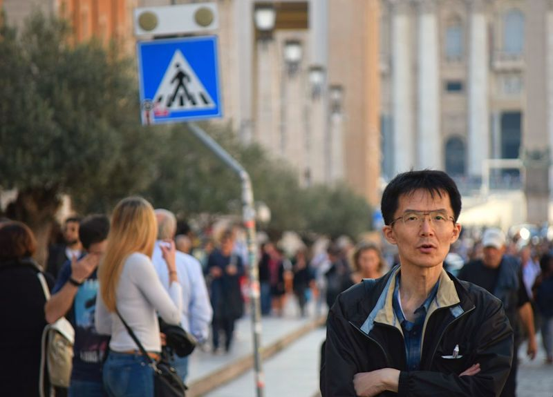 https://www.youtube.com/watch?v=z_umeMtV4QU Moving Around Rome EyeEm Best Shots EyeEm Masterclass EyeEm Selects EyeEm Gallery From My Point Of View Life's Simple Pleasures... My Unique Style Rome Taking Pictures Alone In A Crowd Confused Eye4photography  Focus On Foreground Incidental People Looking At Camera People Real People Standing Streetphotography Vatican City