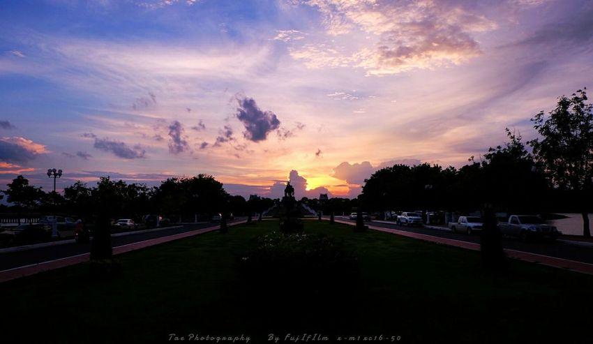 ฟ้ า ยั ง ค ง ส ว ย ง า ม | Twitter@Tae_photography Walking Around Relaxing Sky And Clouds Sunset Fujifilm X-m1 Nature Enjoying The Sun Enjoying Life EyeEm Best Shots Sky