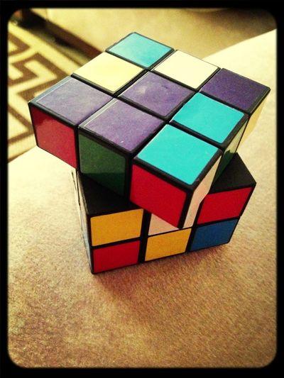 Rubix Cube Ka Ba? Kasi Handa Ako Buuin Ka Ng 'di Sinisira.