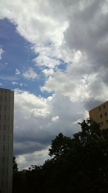 Großstadtromantik Diestadtberlin Outdoorphotography . Sky Happiness Wonderful Lovely Dertag Wolkenliebe At Home