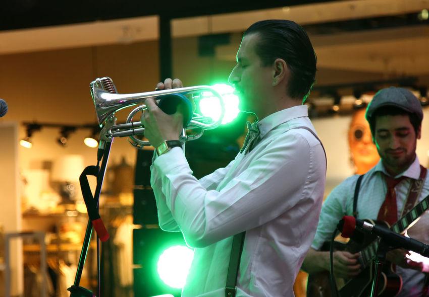 Men Adult People Music Musician Streetmusician One Person Trumpet Trompet Jazz Jazz Music Jazz Concert Festival Light Guitar Guitarist Eye4photography  Close-up Istanbul Istanbuldayasam The Street Photographer - 2017 EyeEm Awards