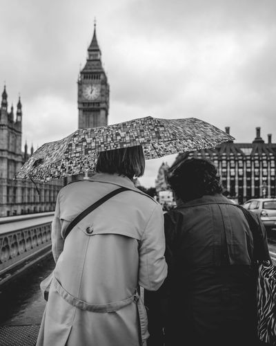 Oh that's nice London Blackandwhite Rain Streetphotography Photojournalism People Watching