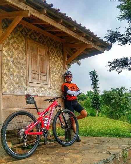 nggubuk dulu on the way to cihideung bike park Sefo  Cipelang