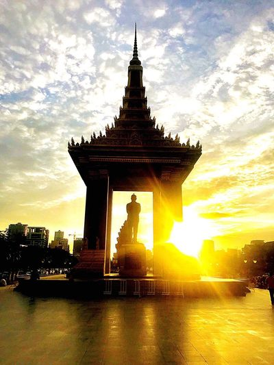 Phnom Penh - Cambodia 2018 - Independence Monument Cambodia Independence Monument Phnom Penh Sky Architecture Built Structure Cloud - Sky Building Exterior Sunset Building Travel