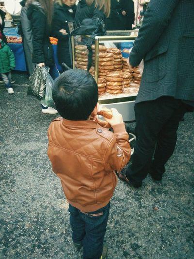 Bazaar Istanbul Turkey People GaReYsArLı Semtpazarı Simit Simitçi Children Children Eating