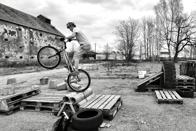 Bike Trial Eyeem Marketplace Eyeem Market BMX ❤ Emotions Fun Power Balance Bicycle Building Exterior Courage Day Driving My Bike Energy Experience Men One Person Outdoors People Real People Sky Sport