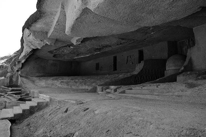 Travel Explore Sgnp Afternoon Blackandwhite Kanhericaves Rockcut Monument Buddhist Influence Artandculture India