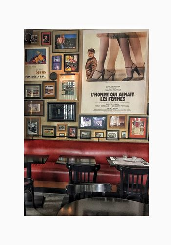 Colors Freshness Love Movies Paris Tranquility Wall Architecture Arts Culture And Entertainment Bistrot Bookshelf Cofee Day Indoors  Interios No People Old-fashioned Postres Table