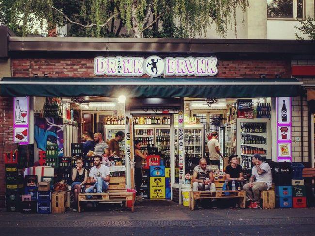 Kreuzberg hood life. Some Spätis are fancier than others. #berlin #kreuzberg #berlinlife #iloveberlin #berlinvibes #berlinfans #spatime #späti #spätkauf #spätilife #awesomeberlin #berlinfeelings #summerinberlin #myberlin #berlinmoods Berlin Späti Bar Kreuzberg Hood