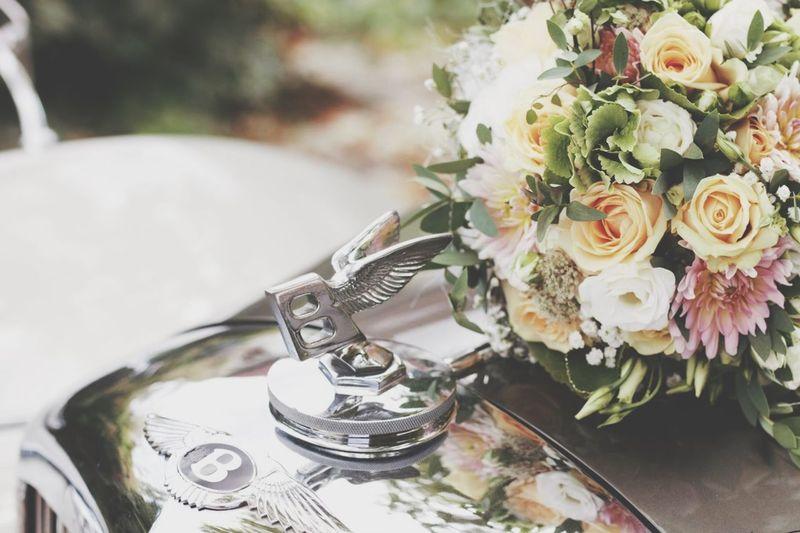 Brautstrauss Brautkleid Wedding Day Wedding Photography Hochzeitsfotografie Hochzeitsfotograf Flower Flowering Plant Plant Table Close-up Still Life Beauty In Nature Flower Arrangement Flower Head