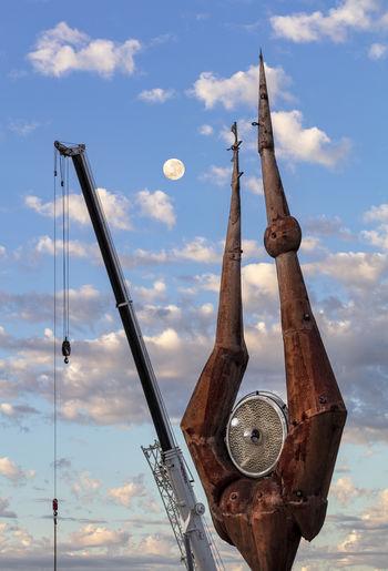 Rusty Crane - Construction Machinery Machinery Metal Cloud - Sky Sky Moon Sculpture Art Work,