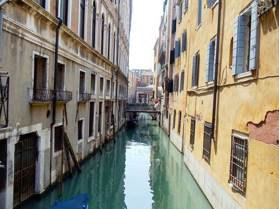 Building Exterior Canal Diminishing Perspective Narrow Travel Travel Destinaton