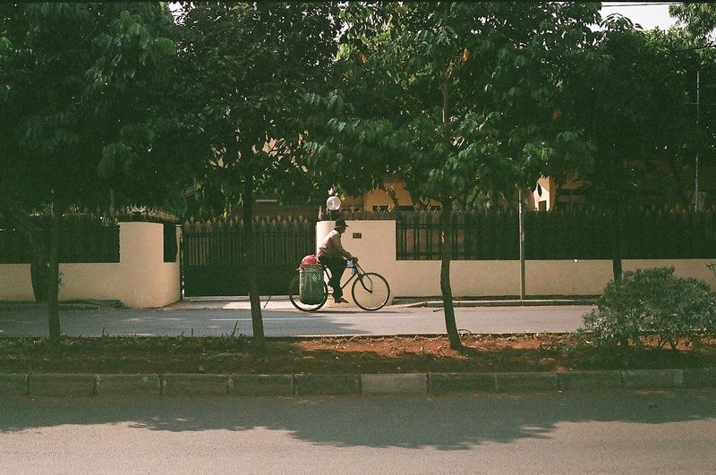 alone in the big durian 35mm Film Analogue Bicycle Bicycle Commuter Bikeporn City Life Cycling CyclingUnites Expired Film Film Photography Filmisnotdead Fujifilmsuperia INDONESIA Indonesia_photography Jakarta Old Fashioned Bike One Person Real People Street Photography Streetphotography Trees Urban Greenery Urban Landscape The Street Photographer - 2017 EyeEm Awards