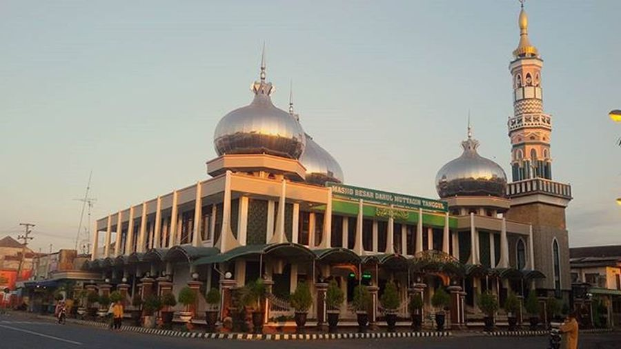 Tanggul this morning ... Tanggul Jember Architecturephotography Mosque Samsung Prayer