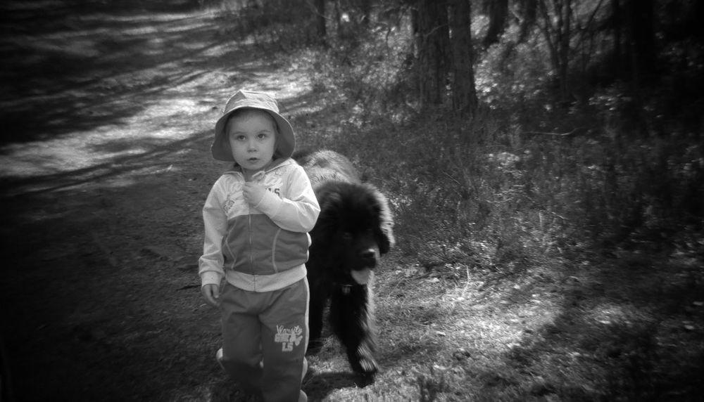 Black&white little ones ©️JaniVauhkonen Children Only Togetherness Friendship Outdoors BestofEyeEm Best Shots EyeEm JaniVauhkonen EyeEm LG G4 BeastgripPro
