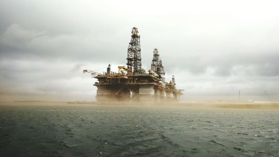 Sand Storm Oil Rig Platform Sand Storm Oil Pump Drilling Rig Technology Oil Industry Offshore Platform Sky Weather Manufacturing Equipment Storm Cloud Cloud - Sky Storm Thunderstorm