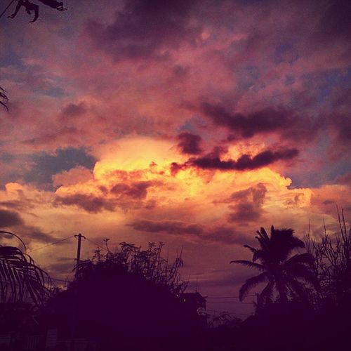 L'orage arrive... Sunset Sky Réunionisland LaReunion island The Traveler - 2015 EyeEm Awards