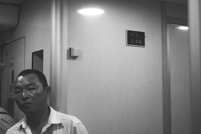 Blackandwhitephotography Black And White Photography Black And White Portrait Blach&white Street Streetphotography Blackandwhite Photography Chinese Blackandwhite Today Hot Look  Today's Hot Look Black And White Street Photography Street Fashion Black & White Black And White Collection  Street Life Black&white Streetphoto Man Train Station Train