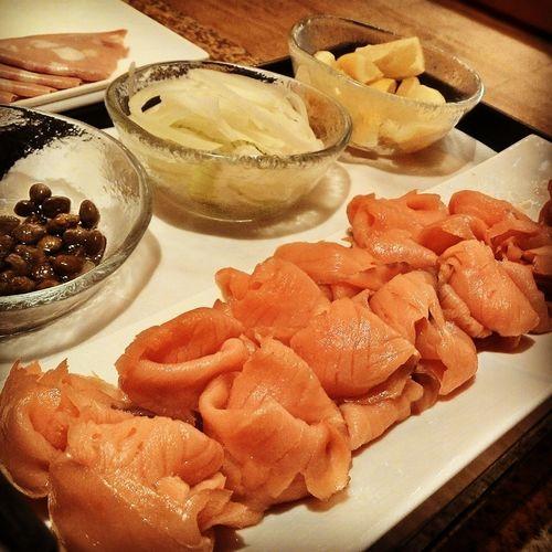 Smoked salmon... smokennnnn Food Porn Food Japanese Food Cool Japan #sushi #smokedsalmon #sashimi