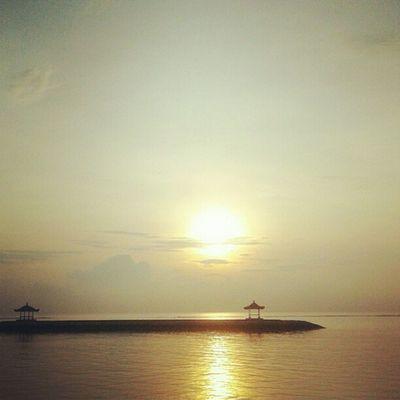 sun day Sunrise Beach Sea Skymadness Morningthunder Photooftheday Instagood Instamood Instafamous Pictureoftheday Instanusantara Instanesia Bali INDONESIA LangitBaliPhotowork
