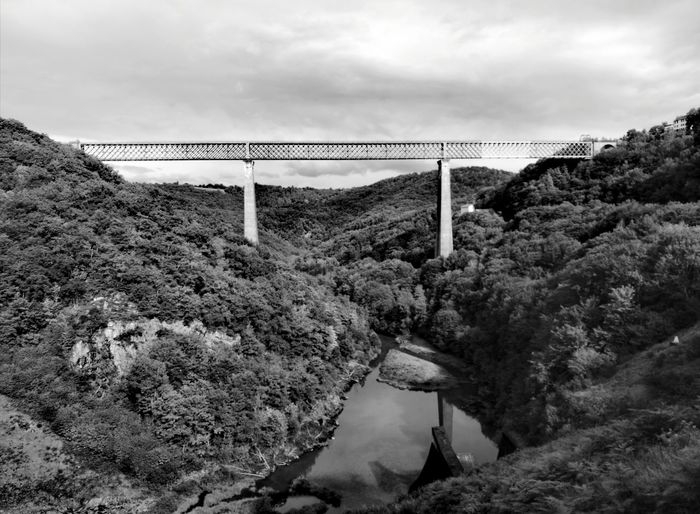 Bridge - Man Made Structure Cloud - Sky Built Structure Outdoors No People Sky Architecture Nature La France EyeEm Selects The Week On EyeEm EyeEm Eyeemphotography EyeEm Gallery Travel Destinations Scenics Landscape Viaduct Des Fades