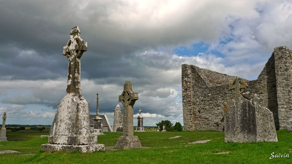 Religious Architecture Cross Round Tower Tower Eyeem Ireland Ladyphotographerofthemonth Dramatic Sky Clouds Cloudporn Ancient Architecture Ancient Building Ireland Ireland🍀 Showcase: January Landscapes With WhiteWall The Architect - 2016 EyeEm Awards