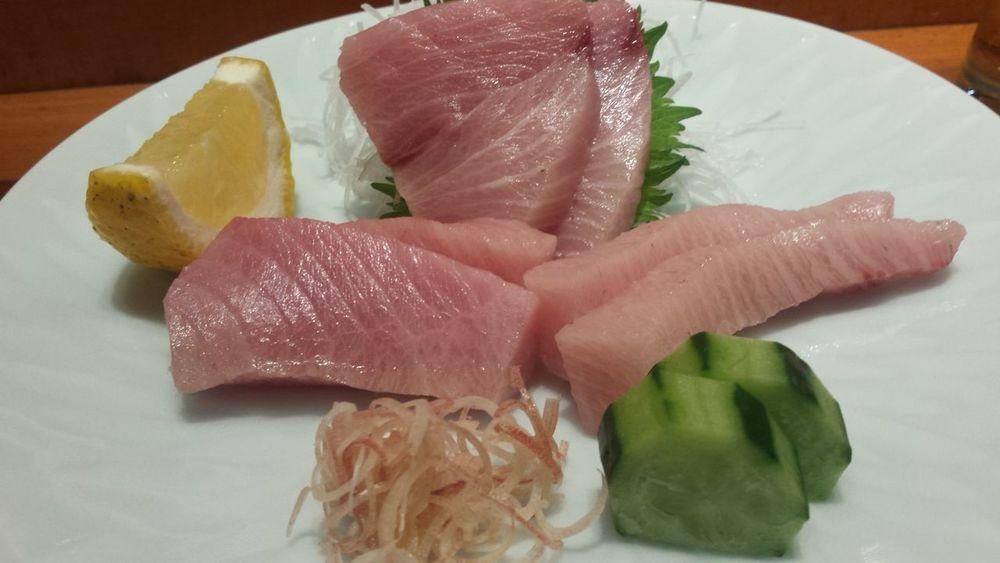 寒ブリのお刺身。ニンニクの葉のベースのぬたというソースでいただく。絶品でした😍😍😍Sasimi Enjoying Life Foodphotography Foodporn OpenEdit Japanese Food