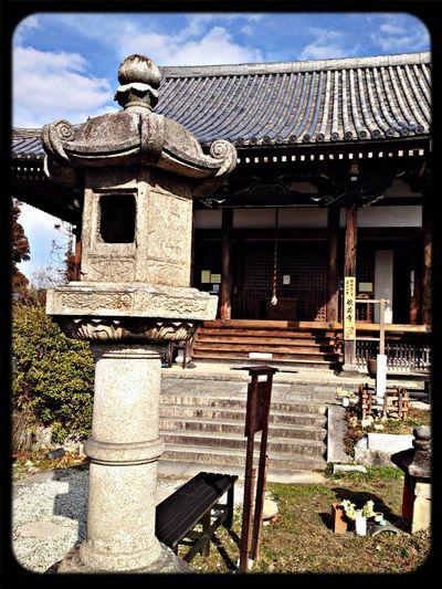 般若寺 本堂と石灯籠。石灯籠は般若寺型、文殊型と呼ばれている。鎌倉時代のもの。 The Purist (no Edit, No Filter) Taking Photos Temple Stone Lantern