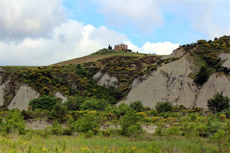 Old ruines near Siena Beauty In Nature Castle Cliff Cloud - Sky Grass Green Color Idyllic Landscape Landscape_Collection Landscape_photography Mountain Nature Non-urban Scene Remote Rock - Object Rock Formation Ruin Ruined Ruines Scenics Tranquil Scene Tranquility Travel Destinations