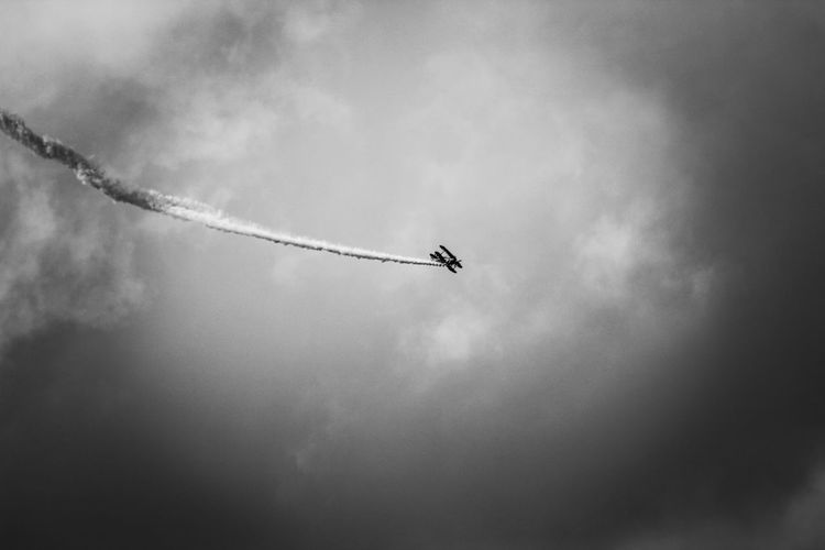 Bristol Balloon Fiesta 2018 EyeEm Best Edits EyeEm Best Shots Vapor Trail Airshow Fighter Plane Airplane Flying Military Airplane Air Vehicle Sky Aircraft Wing Smoke - Physical Structure Airplane Wing Entertainment Emitting