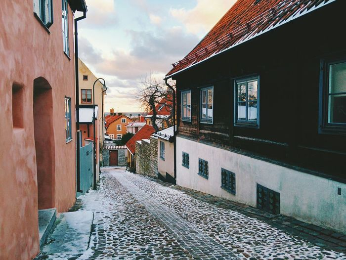 Cobbled street between buildings during winter